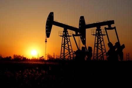 Oil prices hover near January lows amid surging supply economic slowdown