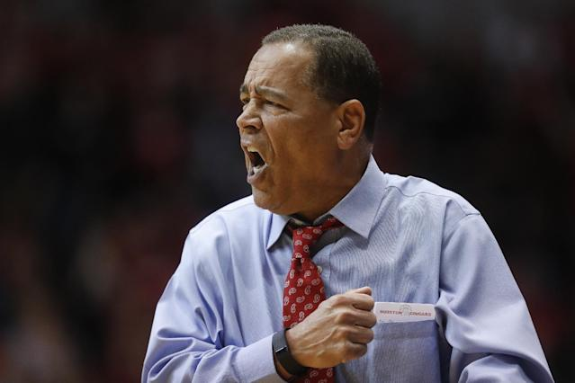 Houston coach Kelvin Sampson shouts to his players during a game on March 2, 2017. (AP)
