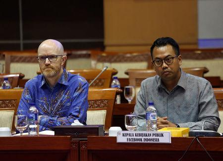 Facebook's Asia Pacific vice-president for public policy Simon Milner, (L) and Facebook's head of public policy in Indonesia Ruben Hattari (R), are seen before the start of a public hearing and meeting at the Indonesian parliament on issues ranging from data protection to the oversight of content by the social media giant in Jakarta, Indonesia, April 17, 2018. REUTERS/Willy Kurniawan
