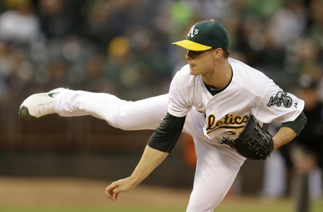 Oakland Athletics' Sonny Gray works against the Seattle Mariners in the first inning of a baseball game Tuesday, Sept. 2, 2014, in Oakland, Calif. (AP Photo/Ben Margot)