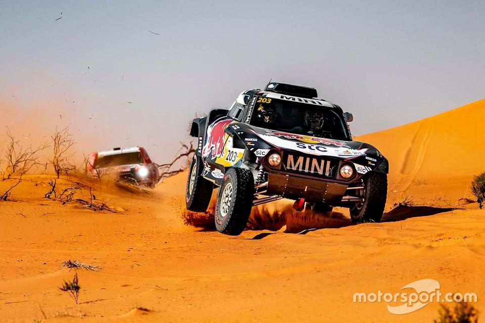 "Carlos Sainz, Lucas Cruz, MINI X-Raid; Nasser Al Attiyah, Mathieu Baumel, Toyota Gazoo Racing<span class=""copyright"">Press Image</span>"