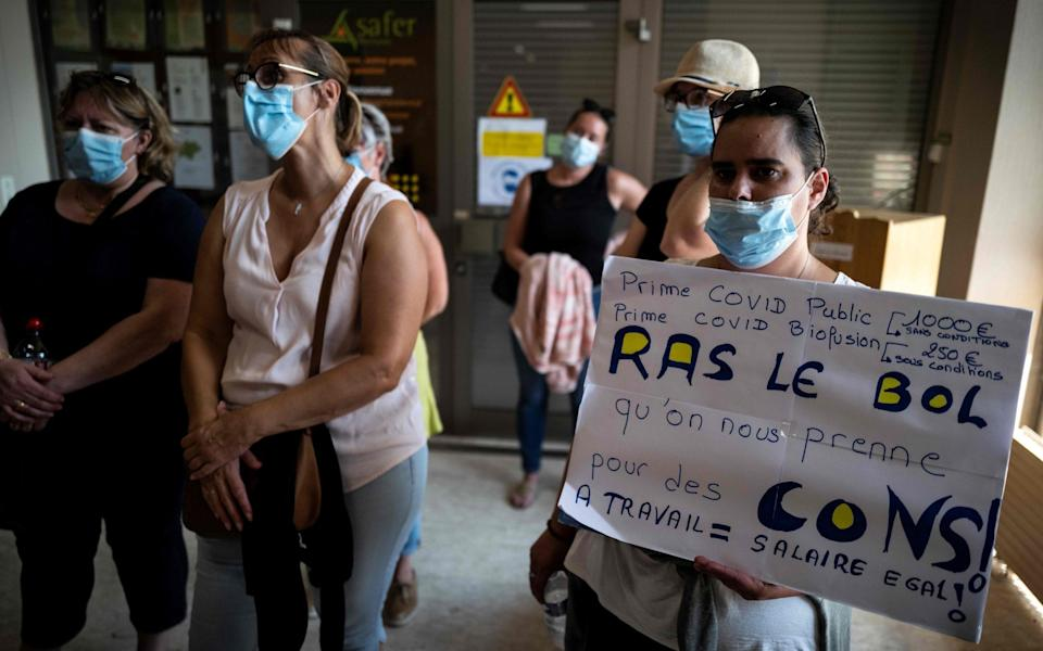 On strike employees of the Biofusion medical biology laboratories demonstrate in Montauban - AFP