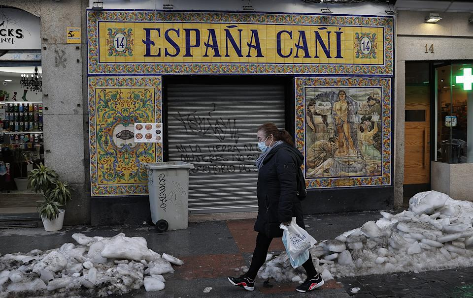 MADRID, SPAIN - JANUARY 19: A view of daily life in Madrid amid the coronavirus (COVID-19) pandemic in Madrid, Spain on January 19, 2021. (Photo by Burak Akbulut/Anadolu Agency via Getty Images)