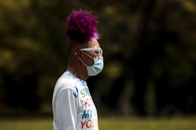 A man wears a mask in Tokyo. (Getty Images)