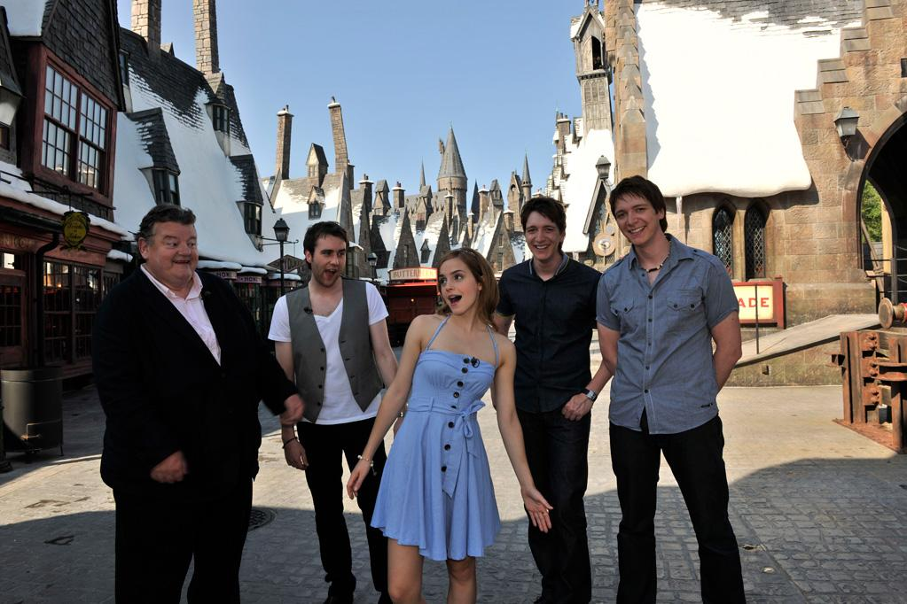 """""""Harry Potter"""" film stars <a href=""""http://movies.yahoo.com/movie/contributor/1800020819"""">Robbie Coltrane</a>, <a href=""""http://movies.yahoo.com/movie/contributor/1800180728"""">Matthew Lewis</a>, <a href=""""http://movies.yahoo.com/movie/contributor/1802866081"""">Emma Watson</a>, <a href=""""http://movies.yahoo.com/movie/contributor/1807635763"""">Oliver Phelps</a> and <a href=""""http://movies.yahoo.com/movie/contributor/1807635762"""">James Phelps</a> began their sneak peek tour of The Wizarding World of Harry Potter by entering Hogsmeade."""