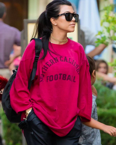 "<p>A dressed-down Kourtney paid tribute to her late father, University of Southern California grad Robert Kardashian, on a day that she left her more luxe garb at home. ""Dad's shirt,"" she wrote. (Photo: <a href=""https://www.instagram.com/p/BJn_-1fAzK6/?taken-by=kourtneykardash"" rel=""nofollow noopener"" target=""_blank"" data-ylk=""slk:Kourtney Kardashian via Instagram"" class=""link rapid-noclick-resp"">Kourtney Kardashian via Instagram</a>) </p>"