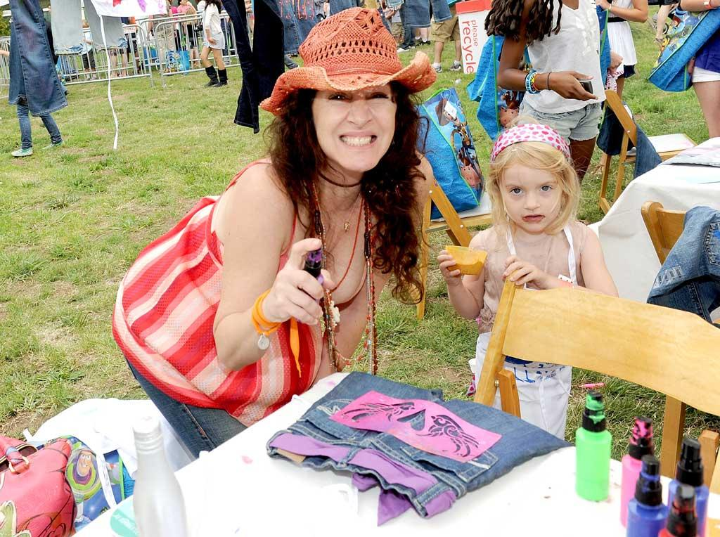 """'Til Death's"" Joely Fisher and daughter, True Harlow, 4, had fun making some designer denim of their own at the picnic. Michael Buckner/<a href=""http://www.gettyimages.com/"" target=""new"">GettyImages.com</a> - June 13, 2010"