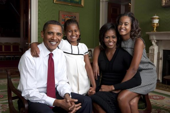 In this handout form the White House, (L to R) U.S. President Barack Obama, daughter Malia Obama, first lady Michelle Obama and daughter Sasha Obama sit for portrait in the Green Room of the White House September 1, 2009 in Washington, DC. (Photo by Annie Leibovitz/White House via Getty Images)