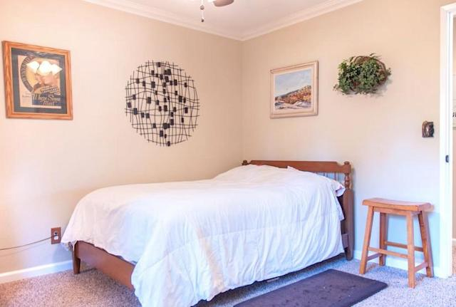 <p>Here's the guest bedroom. (Airbnb) </p>