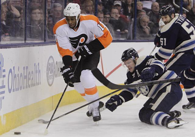 Philadelphia Flyers' Wayne Simmonds, left, carries the puck past Columbus Blue Jackets' Mark Letestu, center, and Fedor Tyutin, of Russia, during the first period of an NHL hockey game Thursday, Jan. 23, 2014, in Columbus, Ohio. (AP Photo/Jay LaPrete)