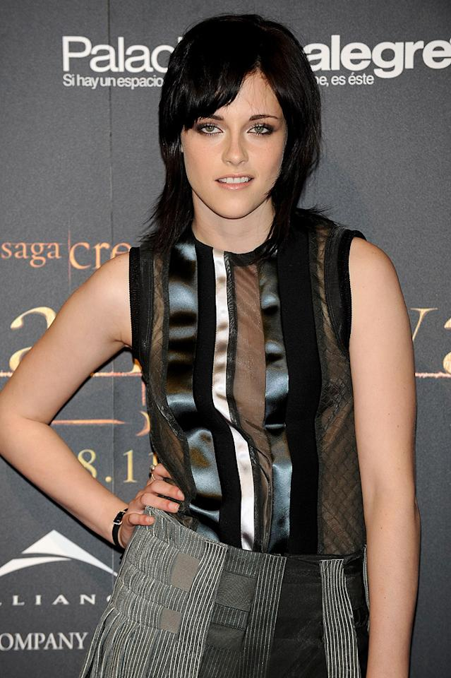 """<a href=""""http://movies.yahoo.com/movie/contributor/1807776250"""">Kristen Stewart</a> attends the <a href=""""http://movies.yahoo.com/movie/1810055802/info"""">The Twilight Saga: New Moon</a> Madrid fan event - 11/12/2009"""