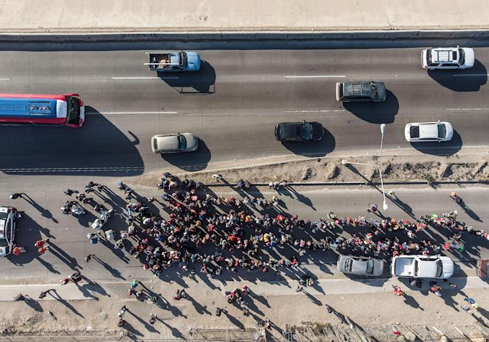 <p>Aerial view of a group of Central American migrants, taking part in a caravan towards the US, arriving to Tijuana, Mexico, on Nov. 15, 2018. (Photo: Guillermo Arias/AFP/Getty Images) </p>