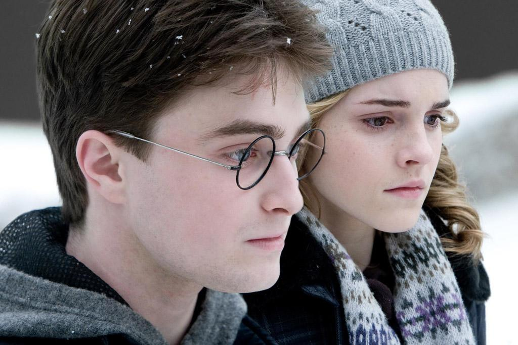 """7/17 - <a href=""""http://movies.yahoo.com/movie/1809791044/info"""">HARRY POTTER AND THE HALF-BLOOD PRINCE</a>   Harry, Hermione, Ron and friends return to Hogwarts and face Lord Voldemort again in this sixth installment of the series."""