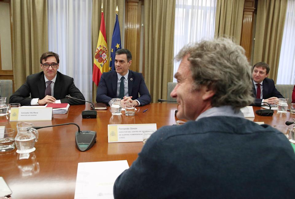 Pedro Sánchez, Salvador Illa y Fernando Simón. (Photo: GETTY)