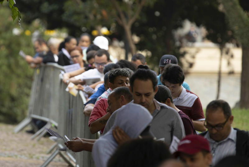 People are waiting in line for employment in the Anhangabaú Valley, central São Paulo, on the morning of September 17, 2019. Union again offered more than a thousand vacancies in different areas. (Photo: Bruno Rocha/Fotoarena)(Sipa via AP Images)