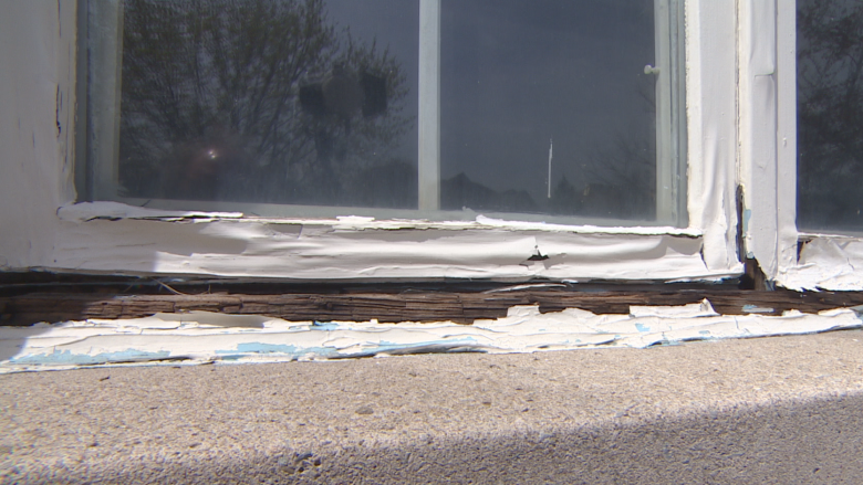 Mississauga man claims he was duped out of $10K after window repair never happened