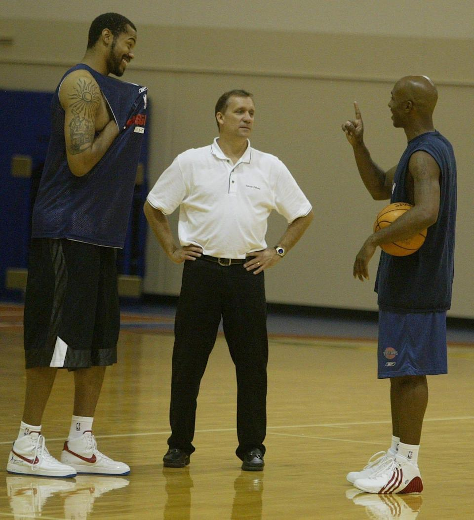 (From left) Pistons center Rasheed Wallace, new coach Flip Saunders and Chauncey Billups talk after a workout in the Pistons practice facility in Auburn Hills on Tuesday, Sept. 6, 2005.
