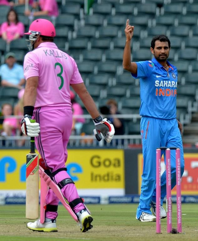 India's cricketer Mohammed Shami (R) celebrates after bowling out South Africa's cricketer Jacques Kallis during the first one-day Internationals (ODI) match between South Africa and India at the Wanderers Stadium in Johannesburg, on December 5, 2013. AFP PHOTO / ALEXANDER JOE