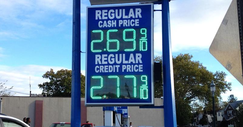 Gas price drop bodes well for US retailers