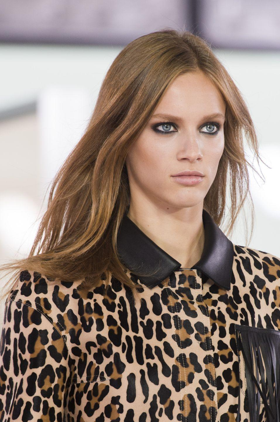 <p>Nude lips, contoured skin, and kohl-rimmed smoky eyes at Longchamp.</p>
