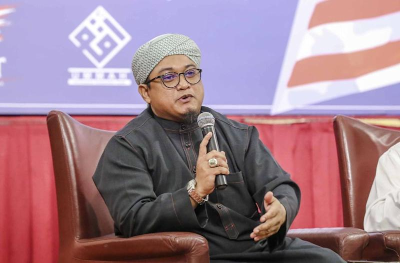 PAS information chief Nasrudin Hassan calls for a detailed investigation into possible criminal falsifying of documents over the dubious academic qualifications of Pakatan leaders. — File picture by Firdaus Latif