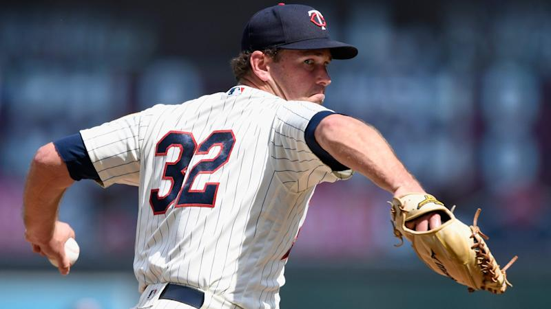 Twins trade LHP Zach Duke to Mariners for two prospects