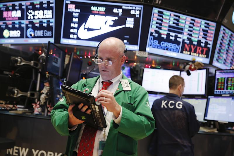 A trader works on the floor of the New York Stock Exchange the day before Christmas in New York December 24, 2015. REUTERS/Lucas Jackson