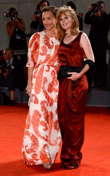 Actresses Kristin Scott Thomas (L) and Isabelle Carre attend the 'Cherchez Hortense' Premiere during The 69th Venice Film Festival at the Palazzo del Cinema on September 1, 2012 in Venice, Italy. (Photo by Ian Gavan/Getty Images)