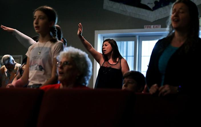 "Worshipers, including Cindy Meddinna, center, gather for a service at Bundy Canyon Christian Church in Wildomar, Calif. <span class=""copyright"">(Christina House / Los Angeles Times)</span>"