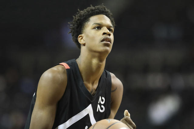 """UCLA freshman <a class=""""link rapid-noclick-resp"""" href=""""/ncaab/players/147565/"""" data-ylk=""""slk:Shareef O'Neal"""">Shareef O'Neal</a> is in good spirits after undergoing heart surgery on Thursday. (AP)"""