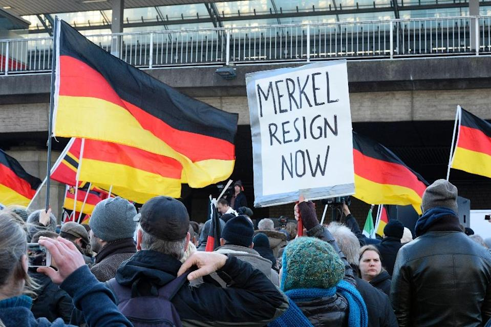 German far-right supporters demonstrate at Cologne`s train station on January 9, 2016 (AFP Photo/Roberto Pfeil)