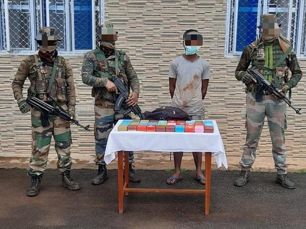 Troops of Assam Rifles with the arrested man and seized suspected Brown Sugar (Photo/ANI)