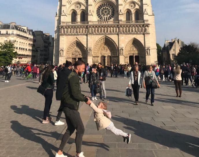 A tourist who took this Notre Dame photo moments before the fire is searching for the 'dad and daughter' to share it with. (Photo: Twitter)