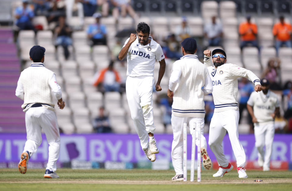 Cricket - ICC World Test Championship Final - India v New Zealand - Rose Bowl, Southampton, Britain - June 23, 2021 India's Ravichandran Ashwin celebrates with teammates after taking the wicket of New Zealand Action Images via Reuters/John Sibley