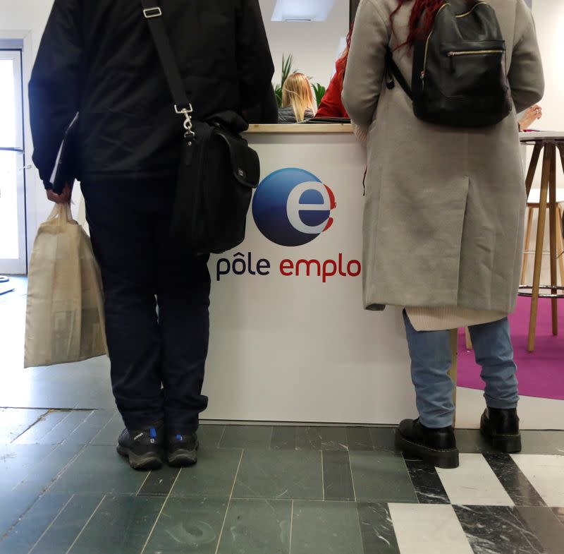 French jobless total falls by 174,300 in July – labour ministry
