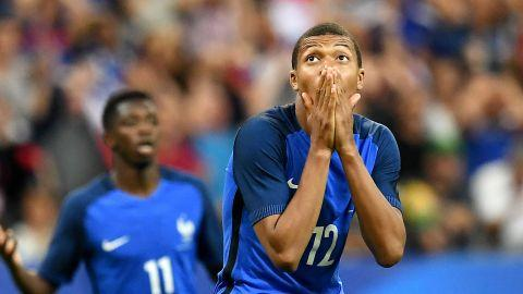 Paris Saint Germain want to sign Monaco forward Kylian Mbappe