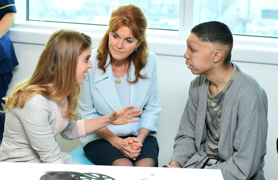 Princess Beatrice, Sarah Duchess of York and Princess Eugenie meeting Harry Sadler, aged 17 from Colchester, at the University College Hospital, London  PRESS ASSOCIATION Photo. Picture date: Friday 9 December 2016. Photo credit should read: Ian West/PA Wire