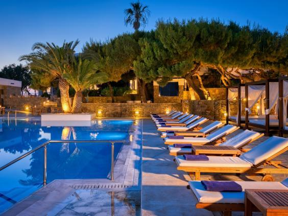 Relive the glory days of glamour at Mykonos Theoxenia (Mykonos Theoxenia)