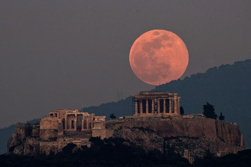 Greece Reopens Acropolis in Athens, Other Ancient Sites