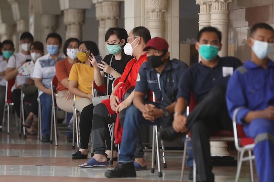 A number of traders are lining up to get the Covid-19 vaccine at Tanah Abang Market, Central Jakarta City. Source: Getty