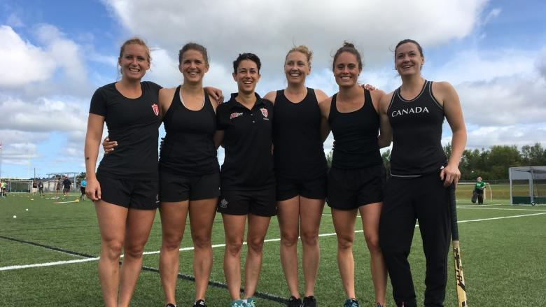 Brushing up with the best: Pro field hockey athletes lead players clinic