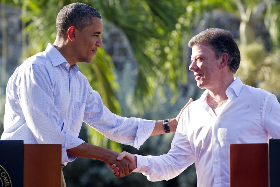 Colombia President Juan Manuel Santos (R) and U.S. President Barack Obama shake hands during a joint press conference in the framework of the VI Summit of the Americas at Casa de Huespedes in Cartagena, Colombia, on April 15, 2012.
