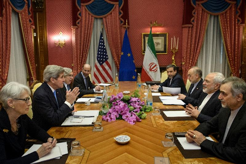 US Secretary of State John Kerry (2ndL), Iranian Foreign Minister Javad Zarif (2ndR) and other wait to start a meeting during nuclear talks on March 29, 2015 in Lausanne, Switzerland