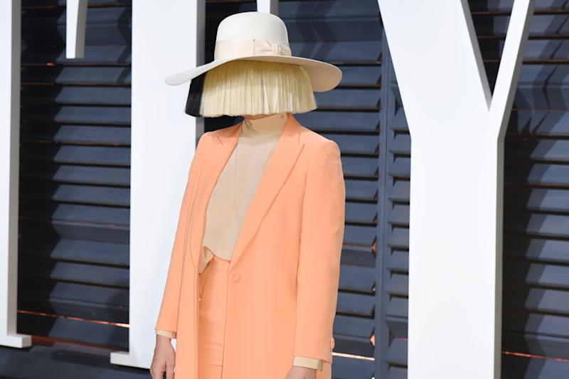 Sia went wigless in this revealing Insta pic