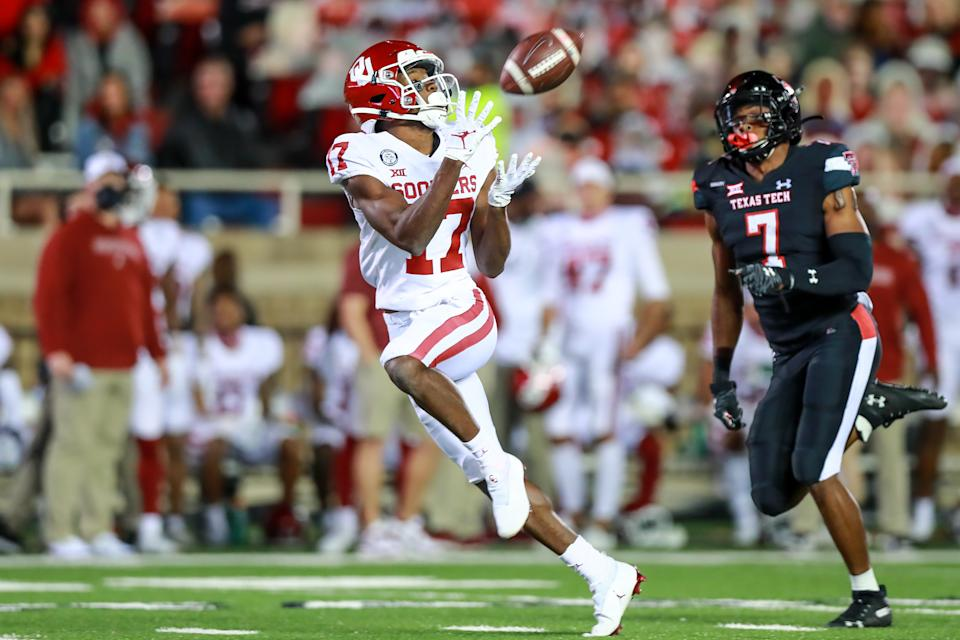 LUBBOCK, TEXAS - OCTOBER 31: Receiver Marvin Mims #17 of the Oklahoma Sooners attempts to catch a pass during the first half of the college football game against the Oklahoma Sooners at Jones AT&T Stadium on October 31, 2020 in Lubbock, Texas. (Photo by John E. Moore III/Getty Images)