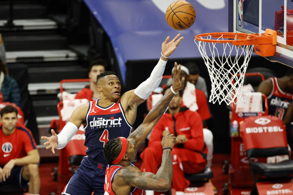 PHILADELPHIA, PENNSYLVANIA - DECEMBER 23: Russell Westbrook #4 of the Washington Wizards elevates for a lay up over Dwight Howard #39 of the Philadelphia 76ers during the first quarter at Wells Fargo Center on December 23, 2020 in Philadelphia, Pennsylvania. NOTE TO USER: User expressly acknowledges and agrees that, by downloading and/or using this photograph, user is consenting to the terms and conditions of the Getty Images License Agreement. (Photo by Tim Nwachukwu/Getty Images)