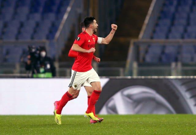 Pizzi fired Benfica ahead