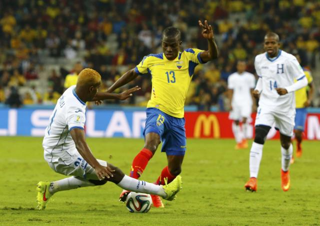 Brayan Beckeles of Honduras (L) fights for the ball with Ecuador's Enner Valencia during their 2014 World Cup Group E soccer match at the Baixada arena in Curitiba June 20, 2014. REUTERS/Stefano Rellandini (BRAZIL - Tags: SOCCER SPORT WORLD CUP)