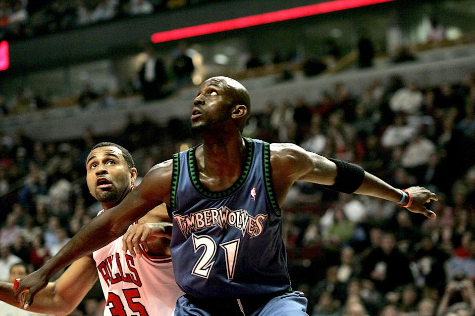 Minnesota Timberwolves' Kevin Garnett boxes out Chicago Bulls' Malik Allen in the first quarter during the Bulls 111-100 win over the Timberwolves at the United Center in Chicago, Illinois, Tuesday, February 28, 2006.  (Photo by Jos+¼ M. Osorio/Chicago Tribune/Tribune News Service via Getty Images)
