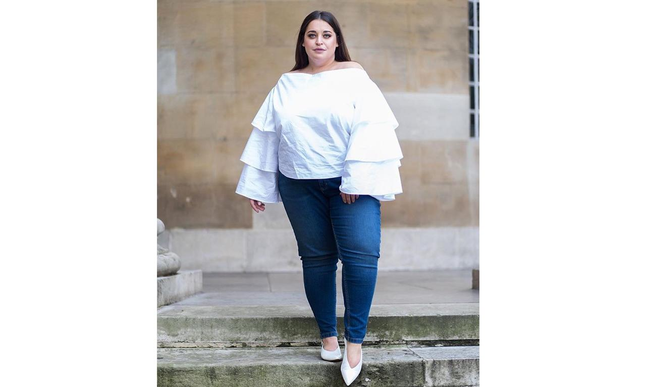 "<p>Like <a rel=""nofollow"" href=""https://www.instagram.com/p/BSQnRepA1Ox/"">@daniellevanier</a>, take the ruffle trend to the next level by going bold with a dramatic sleeve paired with skinny jeans and pointed-toe flats. </p>"